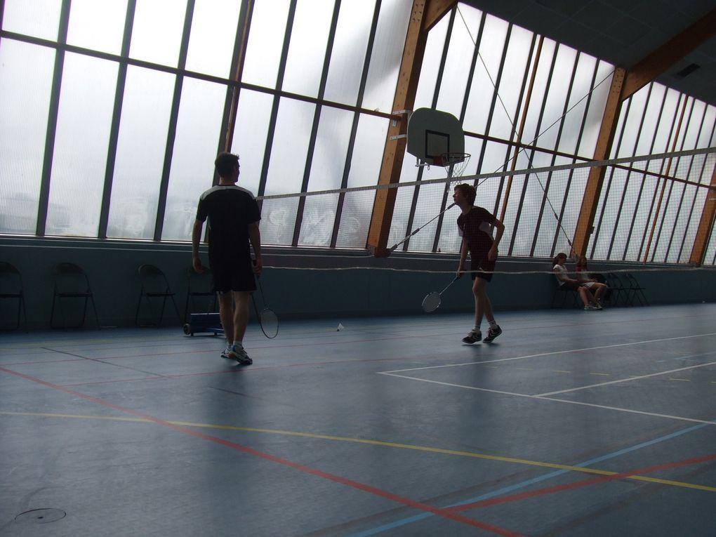 Prenez des jeunes, des loisirs, des compétiteurs.. bref, des badistes ! Mélangez le tout dans un gymnase, ajouter de la bonne humeur :) le tour est joué pour concocter un bon tournoi interne :)