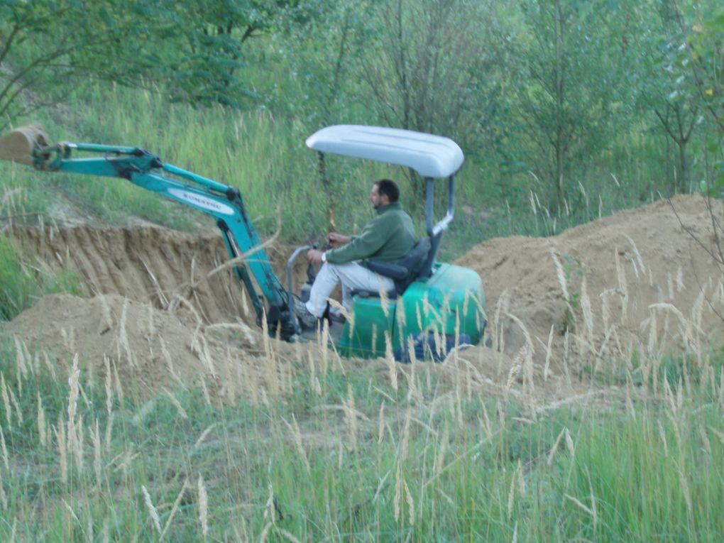 Les premieres coups de pelleteuse pour l aménagement du terrain.
