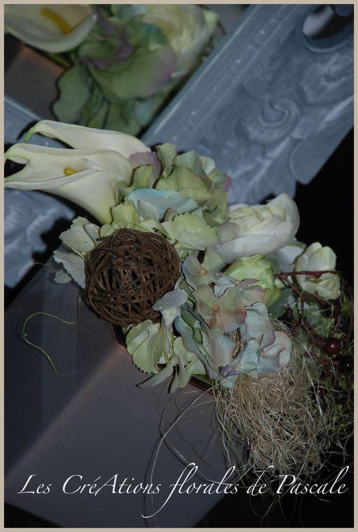 Fleurs d'illusion, bois, grillage, papier de soie et des compositions des plus romantiques...qui vont durer... durer...