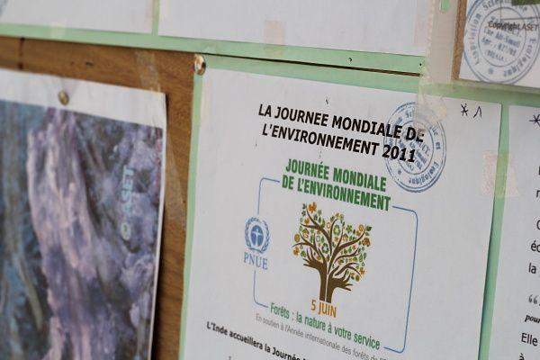 Lors de la célébration de la  journée mondiale de l'arbre, l'association Takkuct en a profité pour sensibiliser les gens du village aux concepts de l'écologie...