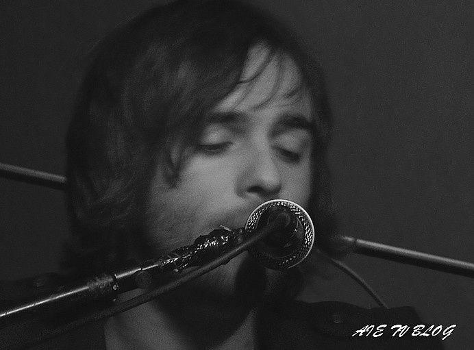 John Watson en concert aux Cariatides en Décembre 2010 et à la Bellevilloise Janv 2011Tous droits réservés. Copyright Alhuda Music/Aïe TV Blog. Reproduction interdite sans autorisation écrite.