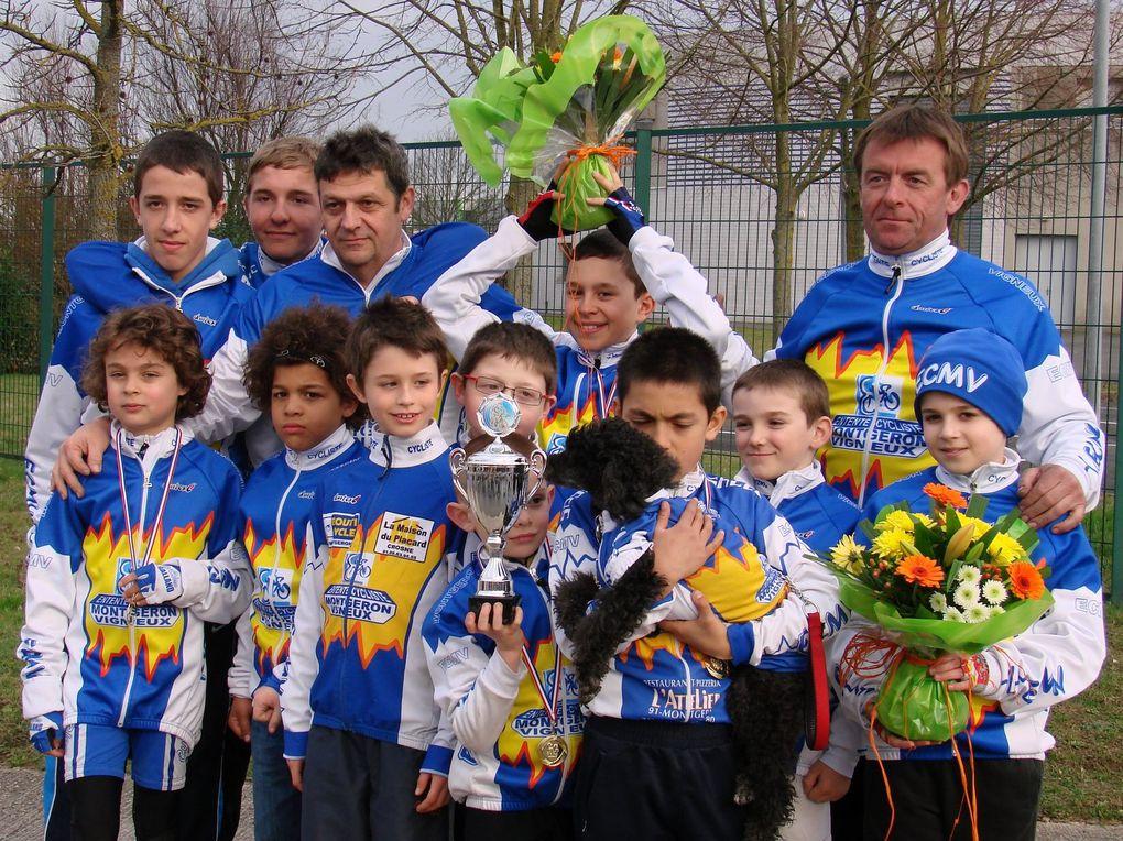 Combs-la-Ville le 11 mars 20122ème place pour Yvan en poussins 1+ 3ème et 4ème place pour Lino et Mathéo en pupilles 1+ 1ère place pour Valentin en pupilles 2+ 1ère place pour Maximilien en benjamins 2= Un premier prix d'équipe pour l'é
