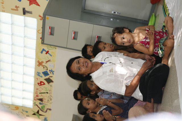 les enfants décorent l'infirmerie