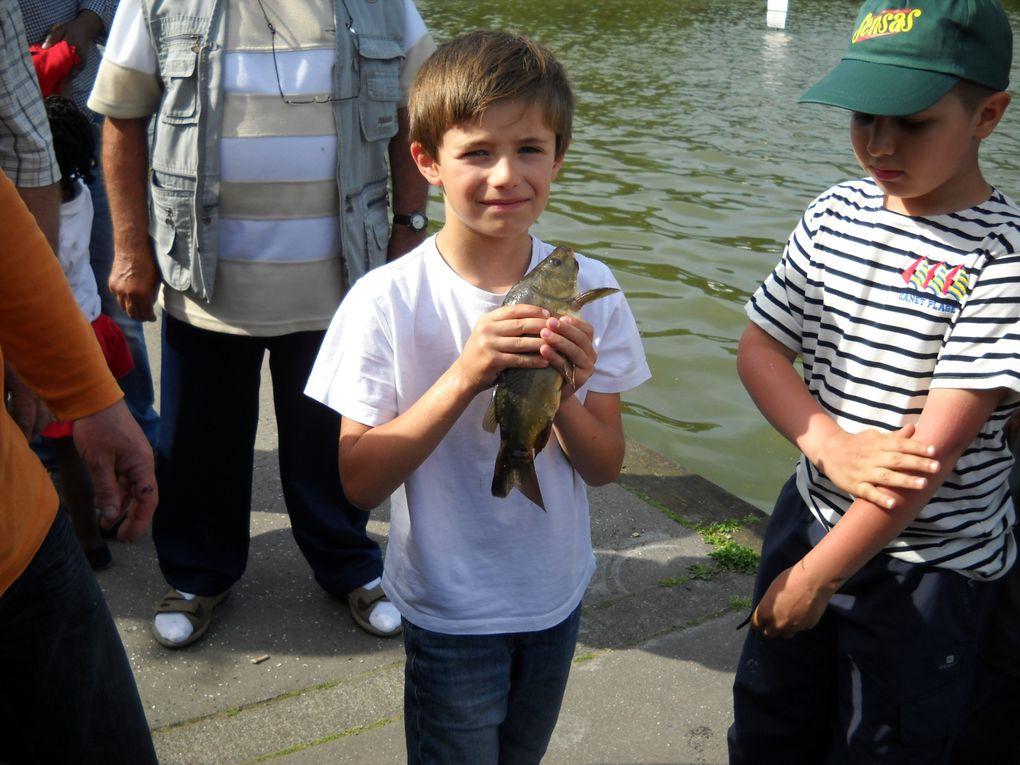 concours inter-école de pêche de la région au lac d'enghien les bains.