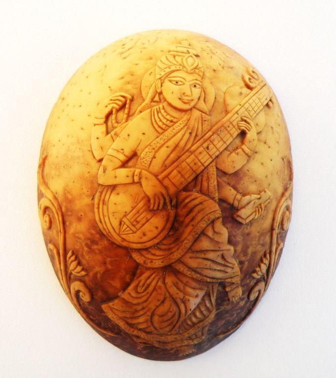 Noix de Coco gravées à Pondicherry ( Inde )par Christian Hornick entre 1985 et 1996Majoritairement référence à l'iconographie Indienne