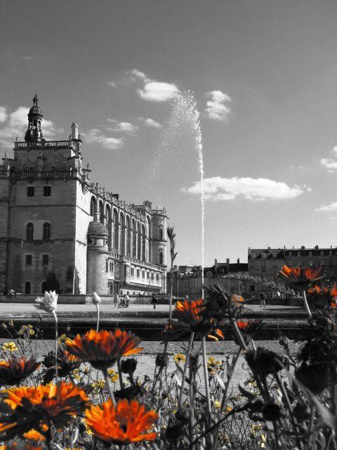 Un monument, des jardins, des consommateurs et des détritus... de l'histoire à l'actualité.