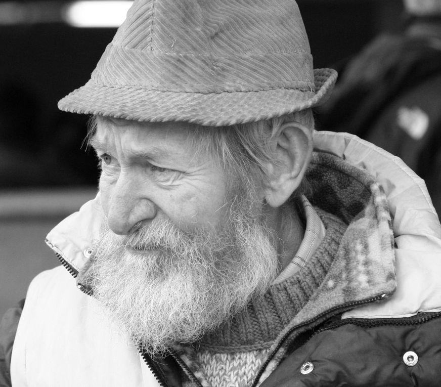 Série de photographies de personnes qui participent régulièrement à la bataille de reines en Vallée d'Aoste.