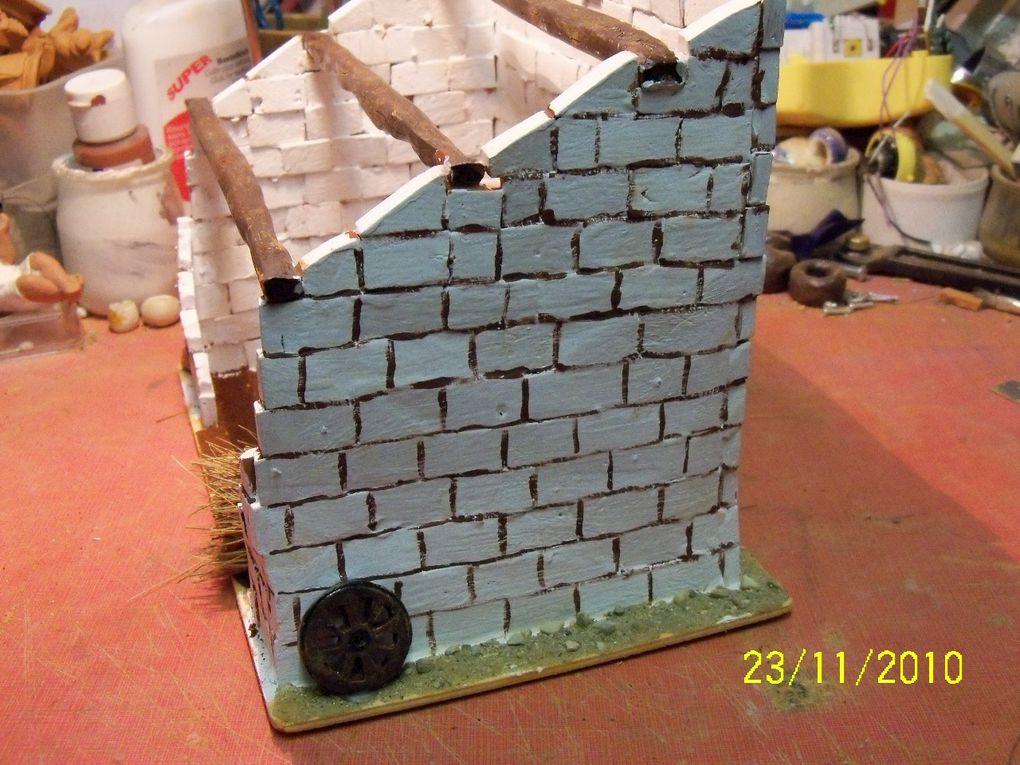 creche réalisée avec mon club de loisirs creatifs seniors vu la géometrie des murs on voit que c'est une vieille etable!!