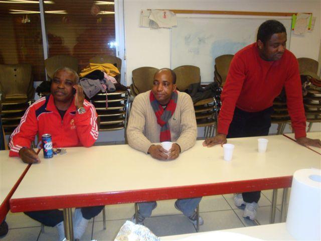 Goûter de noël offert aux enfants & parents pour la cloture des activités d'accompagnement scolaire 2009.