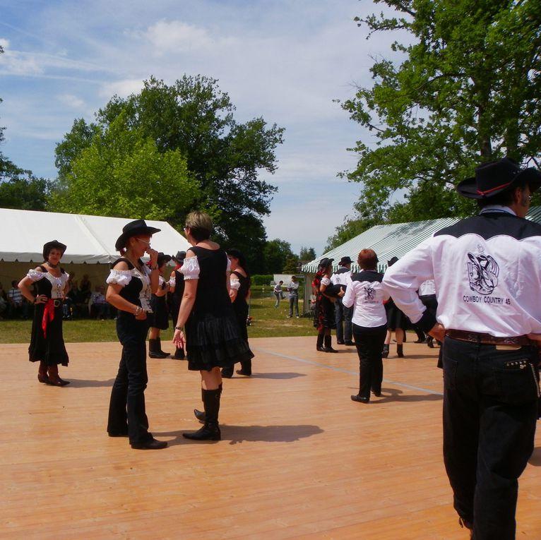 Très belle démo le 28 mai le Baugé Nogent sur Vernisson, bel après midi de Country.Merci à tous les participants, merci à Christian pour les photos