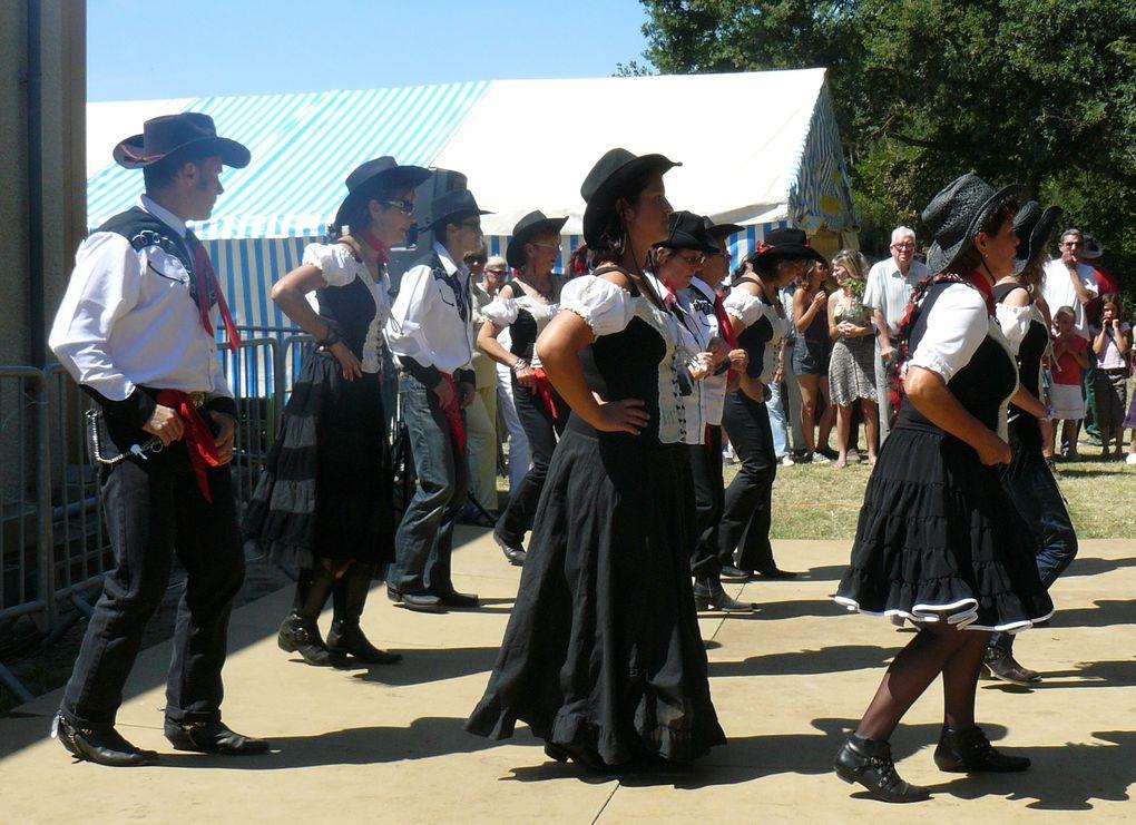 Les Cowboys de Nogent sur Vernisson à la foire aux bestiaux de Ste Geneviève des bois