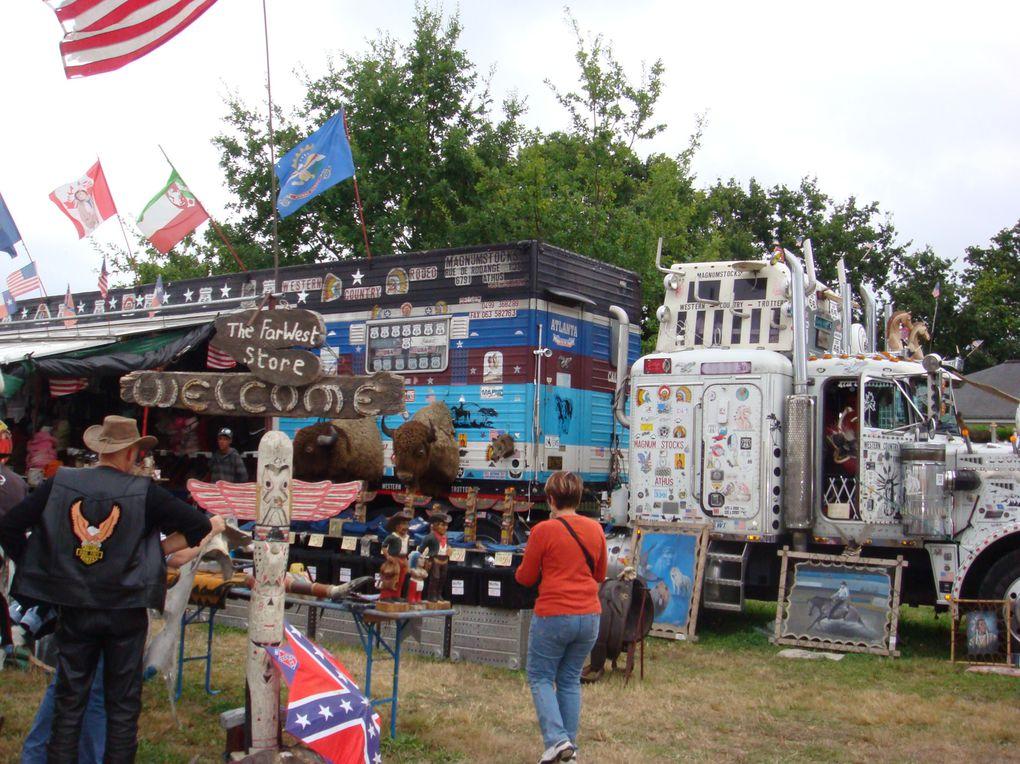 Très beau festival avec tous les commercants, les indiens, les bûcherons, les cowboys, les nordistes, les spectacles westerns, le joueur d'harmonica, de l'initiations country tous les jours, un bal country tous les soirs, et le spectacle de rodéo,