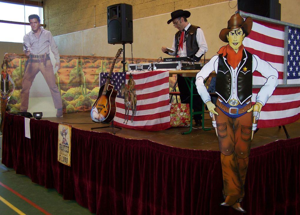 Très beau bal bien organisé par les responsables de l'Association Kibouendé de Nogent, avec le savoir faire de Cowboy Country 45 avec la participation de Thierry à la sono le  Président des Cowboys de Nogent ( une petite devinette qui suis je po