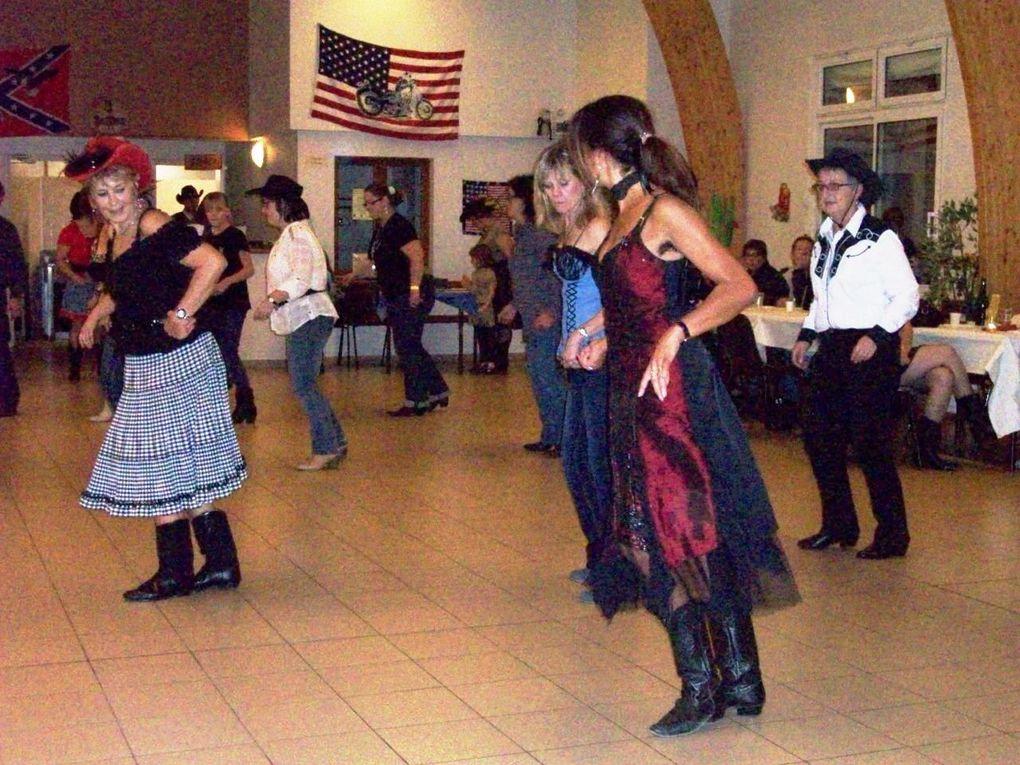 Très beau bal à Chantecoq, animé et organisé par Cowboy Boogie Dancers de FérrièreLe nouveau: Christine Présidente - Brigitte L'animatrice et a la Sono - Antoine Secrétaire - Damien Trésorier .Merci au nouveau bureau ainsi que les adhéren