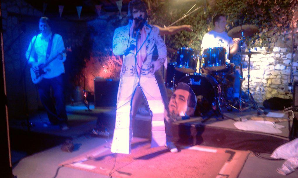 """Très beau concert Country Rock au """" Pub Ecossais Le Martin Pecheur """" à Nargis, un super chanteur """" le groupe vient de Nashville ( USA ) il s'appelle TruchStop Préachers"""