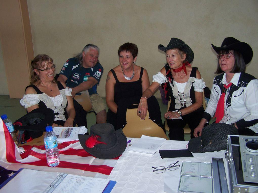 Belle prestation des  associations, dommage peu de monde, Cowboy Country 45 a effectué 30 mn de démo, nos responsables nous ont fait un prestation de Self Défense, notre Président avait 3 casquettes ce jour + prof de guitare