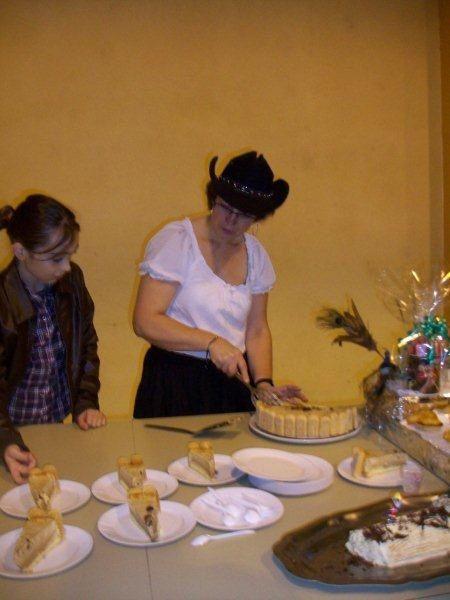 Très belle après midi pour un super anniversaire 50 ans de Thierry et de la danse country avec pour le final des super gâteaux préparés par Mandy la fille de Martine et Thierry