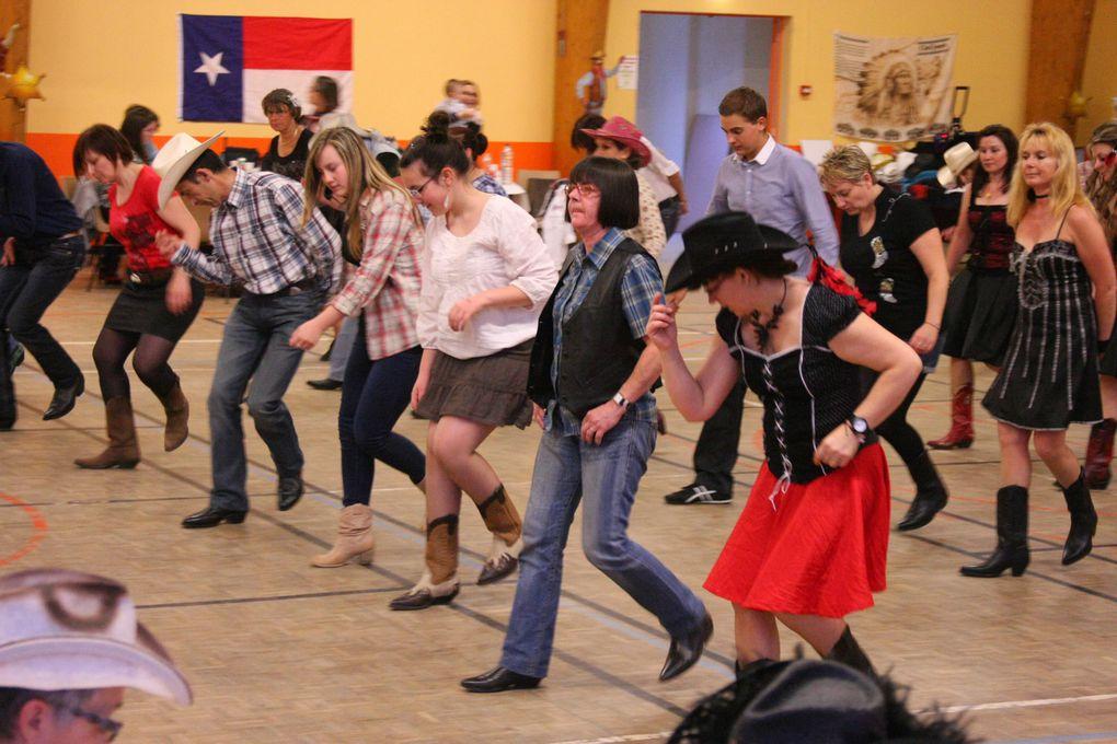 Très beau bal, belle playlist, belle animation, merci à CC Western Spirit pour cette soirée de country.