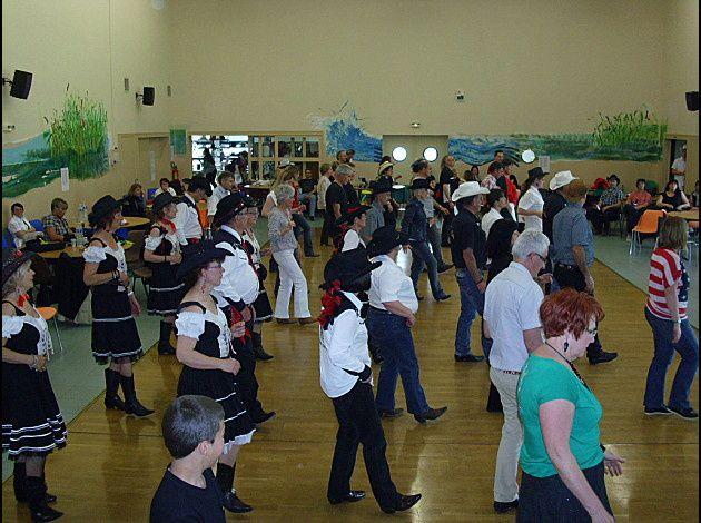 Countryades à Clémont 18 très belle après midi très beau bal bien organisé, merci a C Berry Dancers en particulier à Véronique & LionelPhotos de C Berry Dancers.