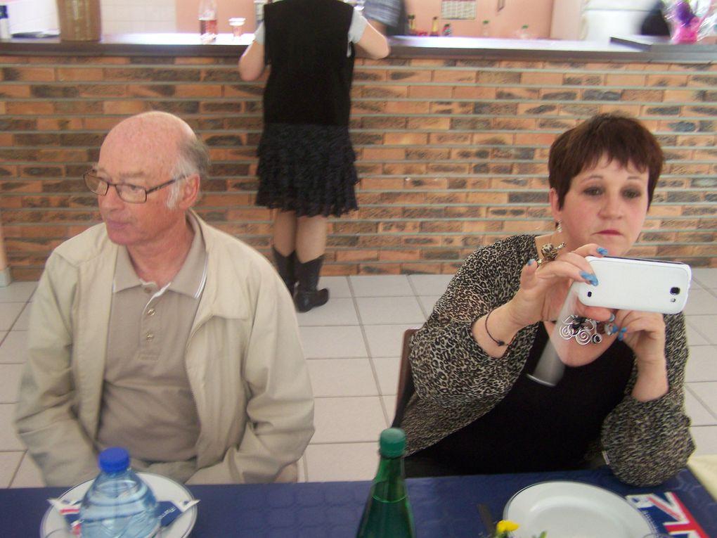 Tous avaient RDV à la salle des fêtes des CHOUX pour son repas de fin de saison .Repas préparé par nos responsables Charcuterie Artisanale Masson Martine & Thierry, la journée c'est terminée par quelques pas de country et plus...!