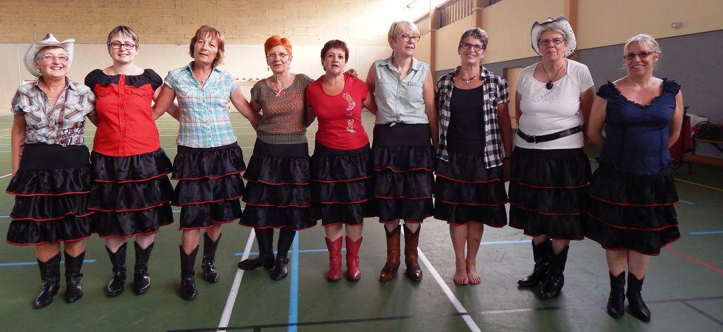 Atelier couture pour les jupes du club en particulier pour les démos, du 28 avril au 2 Juillet 2014 10 jupes réalisées sur un certain nombre à confectionner, merci aux bénévoles