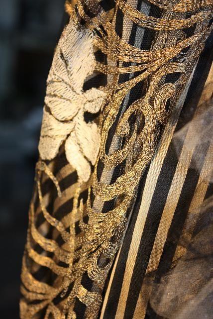 A l'occasion de la venue d'Aurore, la talentueuse illustratrice d'Elinor Jones en dédicace, nous avons mis en place une vitrine très couture !