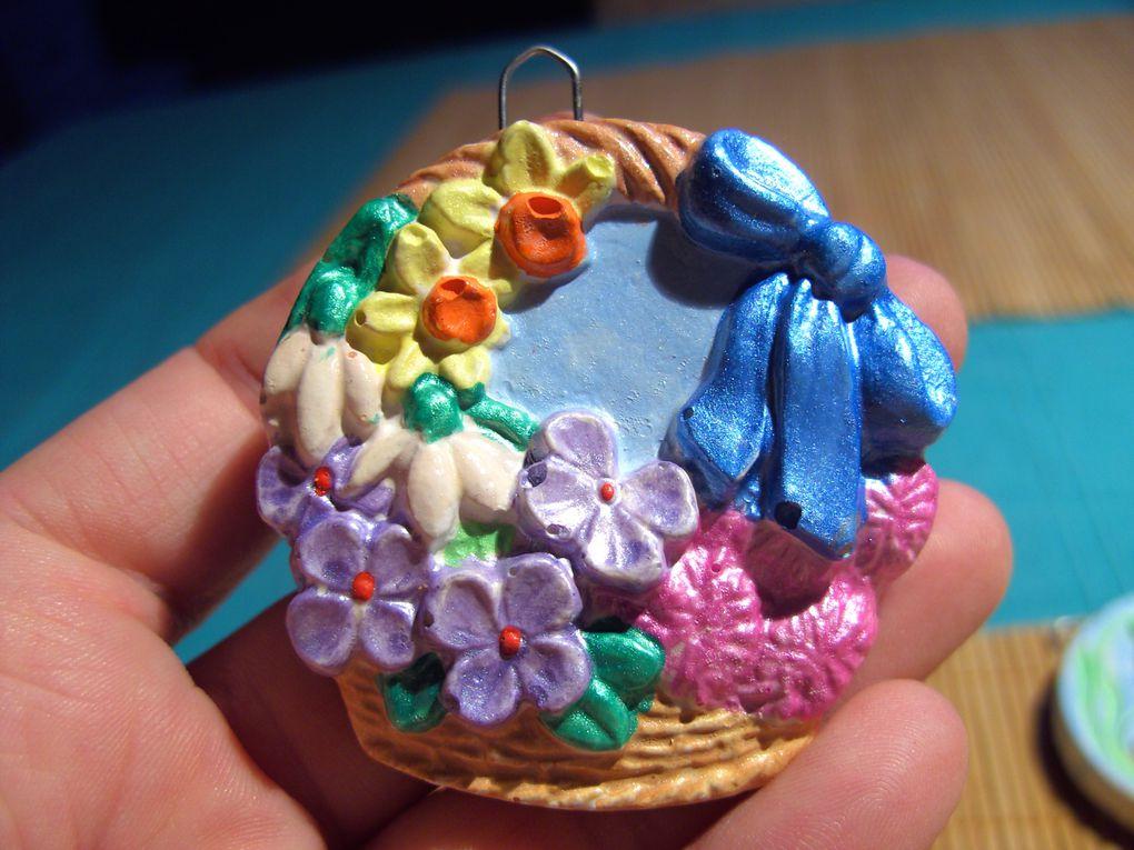 petites figurines en plâtre, à peindre et à suspendre ensuite à un joli bouquet de rameaux, pour Pâques !