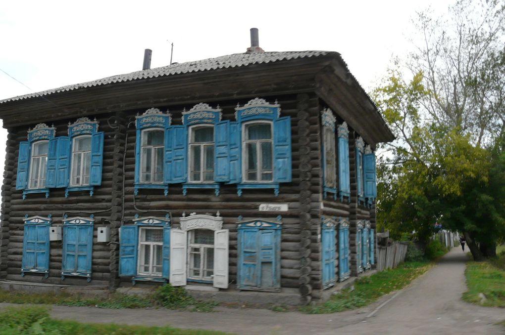 voici la ville de Tara, presque 40000 habitants mais vous verrez qu'on peut encore la constidérer comme une village, et oui en Russie, en dessous de 300000 habitants toute ville a des airs de village! c'est une ville située à 300KM d'Omsk sur les