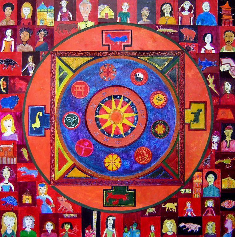 """Mandala signifie littéralement """"cercle"""" mais il désigne plus largement un objet support à la méditation et à la concentration composé de cercles et de formes diverses. Le mandala reflète la structure concentrique de l'univers et contient la re"""
