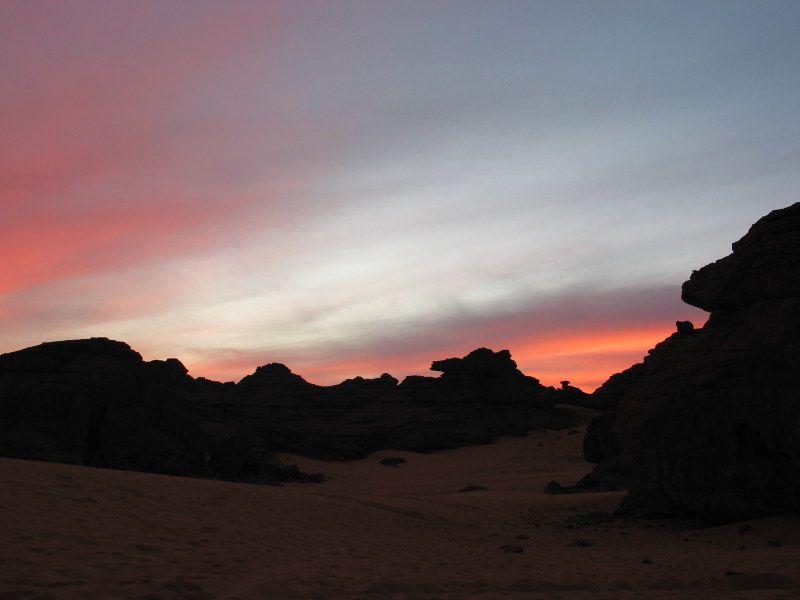 Voyage d'étude géobiologique dans le désert de l'Akakus en Décembre 2006 (pas chaud la nuit >-5°C et 30°C à midi)aussi voyage à l'intérieur de soi...énergies intéressantes....