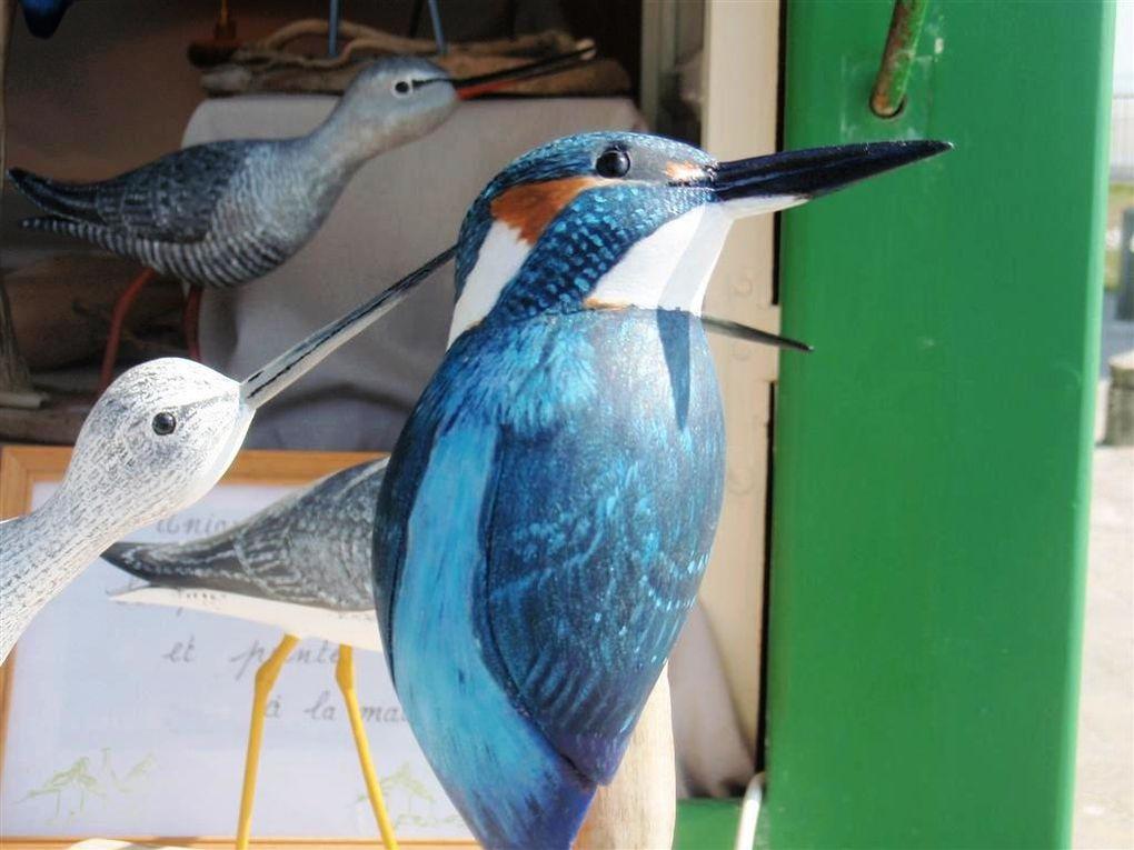 A la Pointe du Hourdel, durant le Festival de L'Oiseau... Nos sculpteurs et peintres d'oiseaux de bois étaient présents chaque jour pour le plaisir des promeneurs