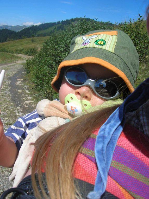 Parce que la montagne ce n'est pas que toute seule ! mais aussi avec deux loulous qui s'en donnent à coeur joie, là haut !