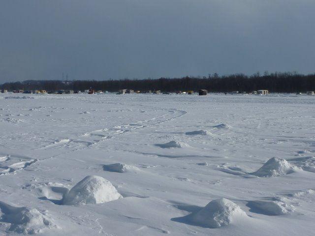 Pêche sur une rivière gelée