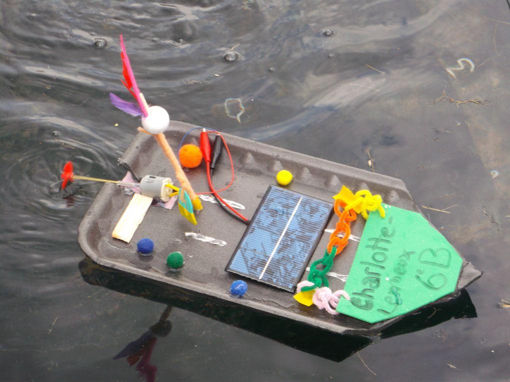 Les élèves relèvent le défi de construire des bateaux propulsés par la lumière du soleil