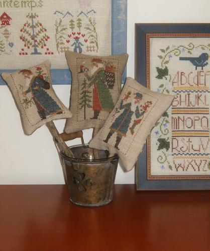Mon SALpin ou de petites pendouilles brodées au fil de l'année pour décorer le sapin et la maison.