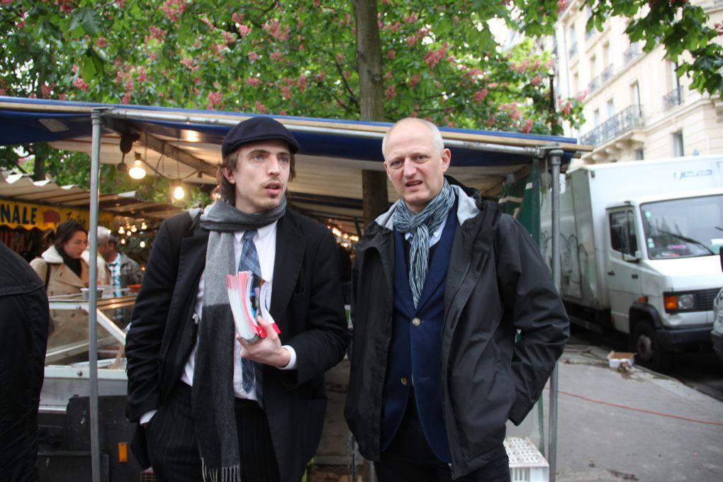 J'ai pris l'habitude de rejoindre les militants du 9e arrondissement qui distribuent le programme de François Hollande. Ce quartier a été ajouté à la 18e circonscription lors du découpage des circonscriptions.