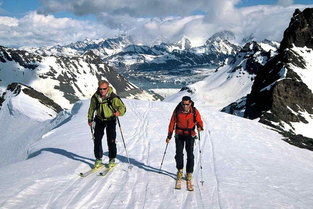 Un voyage au bout du monde. Partis de Malouines après 6 jours de mer nous avons rejoint la Géorgie du Sud. Au programme : Traversée Schakleton, exploration en ski du mont Paget et découverte de la faune.