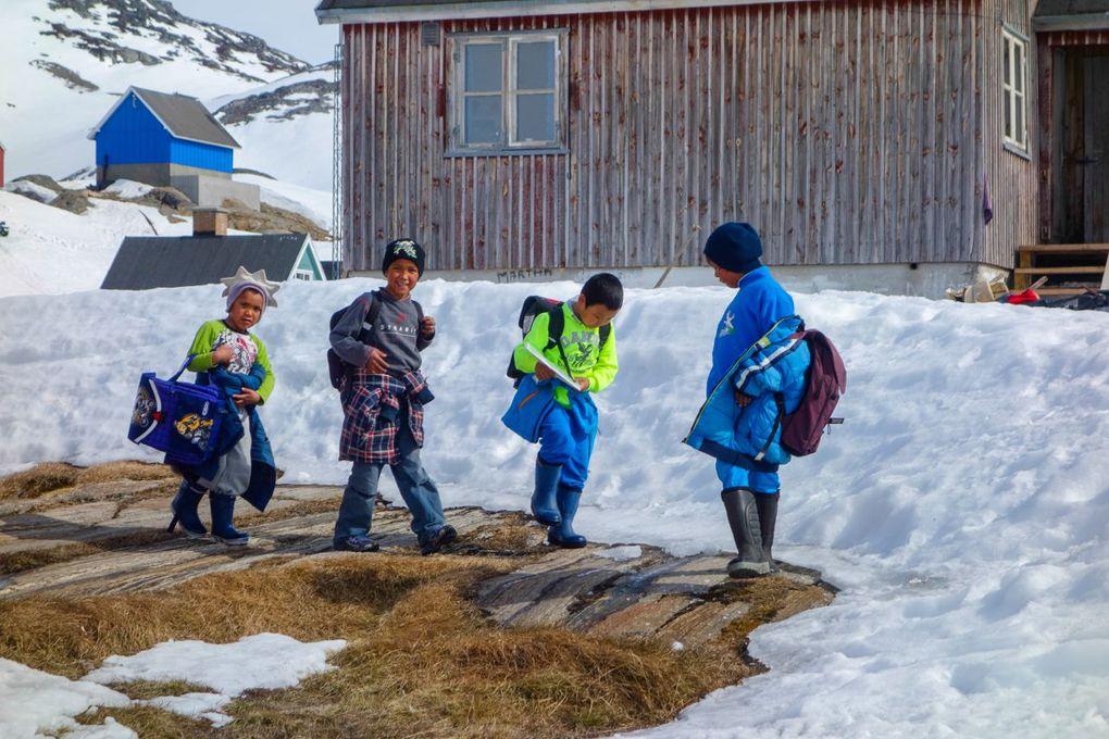 15 jours en compagnie des enfants de Kummuit - Groenland cote EST - Objectif, leur apprendre à skier.