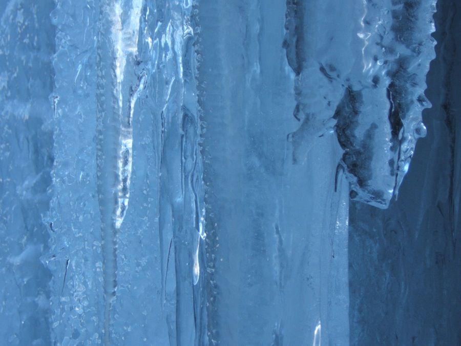 Photos faites par les guides de la Compagnie de Chamonix dans les différentes cascades. Déferlante, Lillaz, Pcheu,Sainte Marie, Patri...