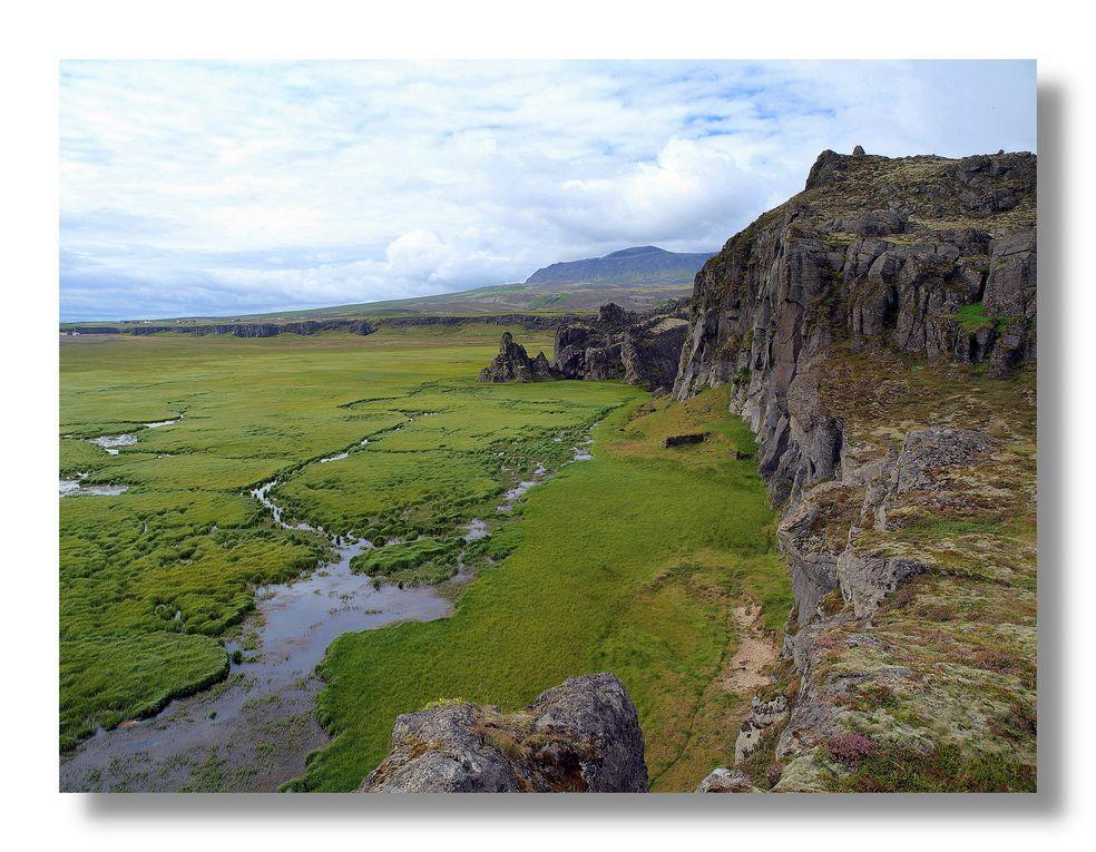 Une velle série de photos d'Islande. Les membres de la compagnie ont plusieurs cordes à leur arc, parfois ils sont aussi de bons photographes. Je vous laisse apprécier les images que Gérard Pétrignier a ramener dans ses bagages.