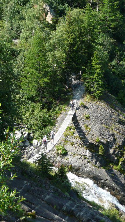 Le Tour du Mont Blanc ( TMB ) présenté en photos, prises par les accompagnateurs de la Compagnie des Guides de Chamonix.
