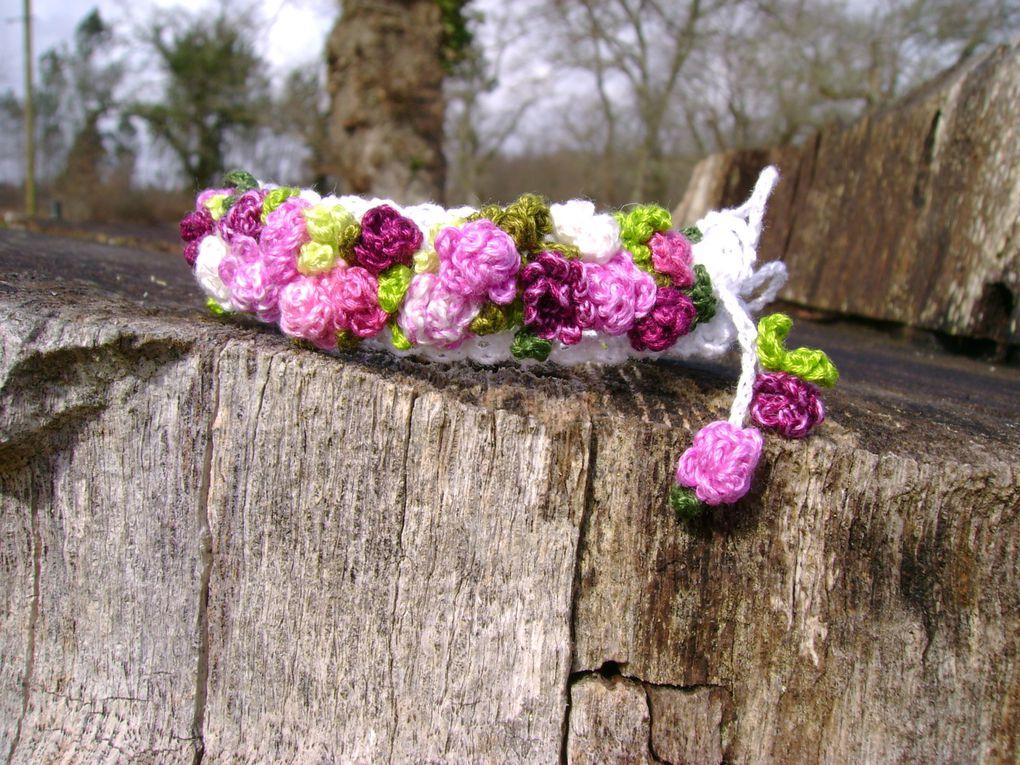 Jonc aux camaïeux de roses            etBracelet aux roses bleues