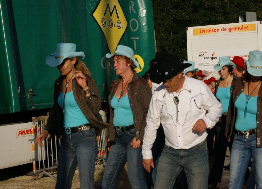 démonstration de danse country avec les electric boots de vendeuvre/barse