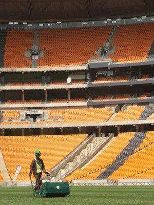 Le stade de l'ouverture et de la finale de la Coupe du monde de football n'est pas fini, à 100 jours de la compétition.