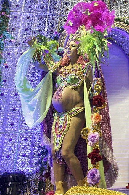 Le carnaval de Rio édition 2012 s'est achevé ce weekend et comme chaque année de superbes photos de l'événement apparaissent ! Voici un best of des meilleurs photos de tenues légères et sexys. C'est chaud !