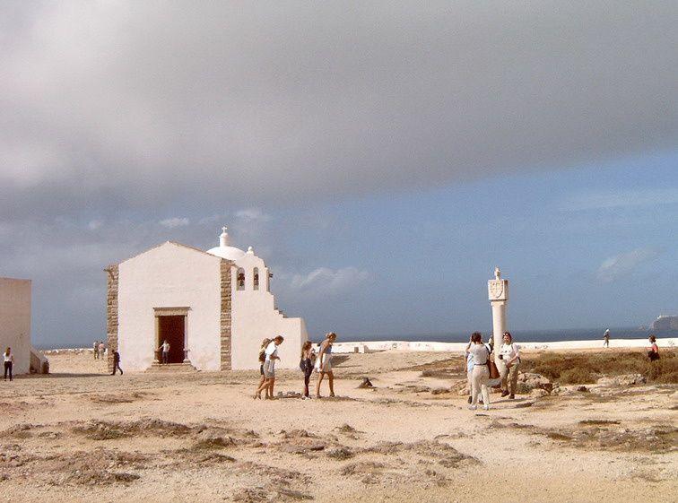"""A l'extrême sud du Portugal, la Pointe de Sagres est à la fois un lieu mythique des Grandes Découvertes, et un territoire majestueux de """"bout du monde"""" battu par les vents"""