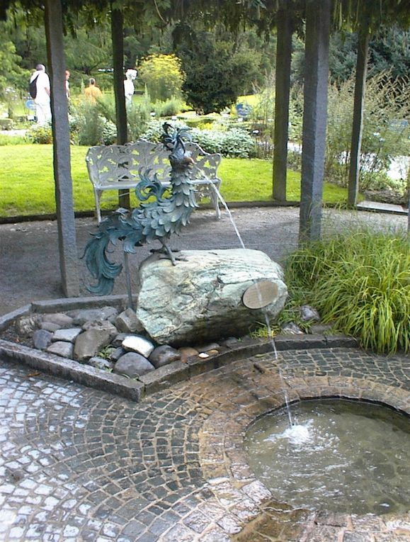 """Ses paysages, le lac de Constance, ses châteaux, l'île de Mainau - son parc fleuri et la serre aux papillons, l'architecture, les """"coucous"""" et horloges à remonter le temps..."""