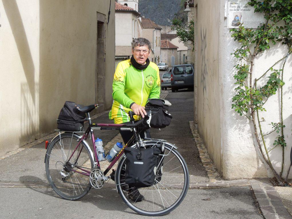 Départ et arrivée du voyage féminin, escapade des cyclos masculins !
