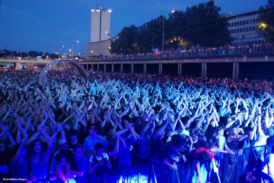 Les Terrasses du Jeudi 2010 et son public, du 1er au 31 juillet.