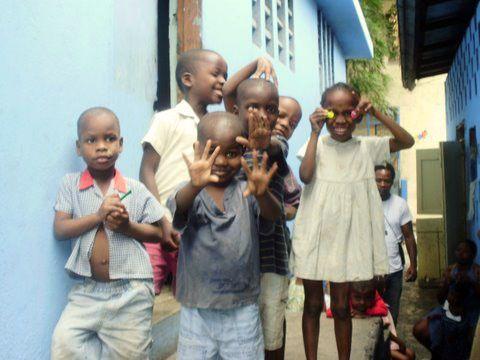 Des photos d'Enora présente à Haïti depuis le 14 janvier 2010